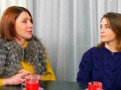 Все подруги должны быть замужними и непривлекательными: Роза Сябитова объяснила дочери, как удержать мужа