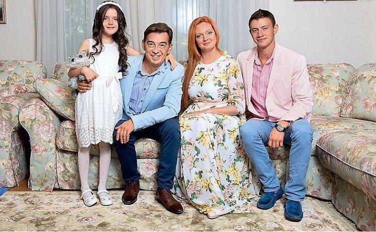 Николай Добрынин часто плачет и с трудом восстанавливается после конфликтов с третьей молодой женой