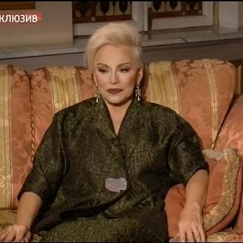 После долгих лет затворничества Ирина Понаровская обнаружила в себе способности, исцеляющие людей