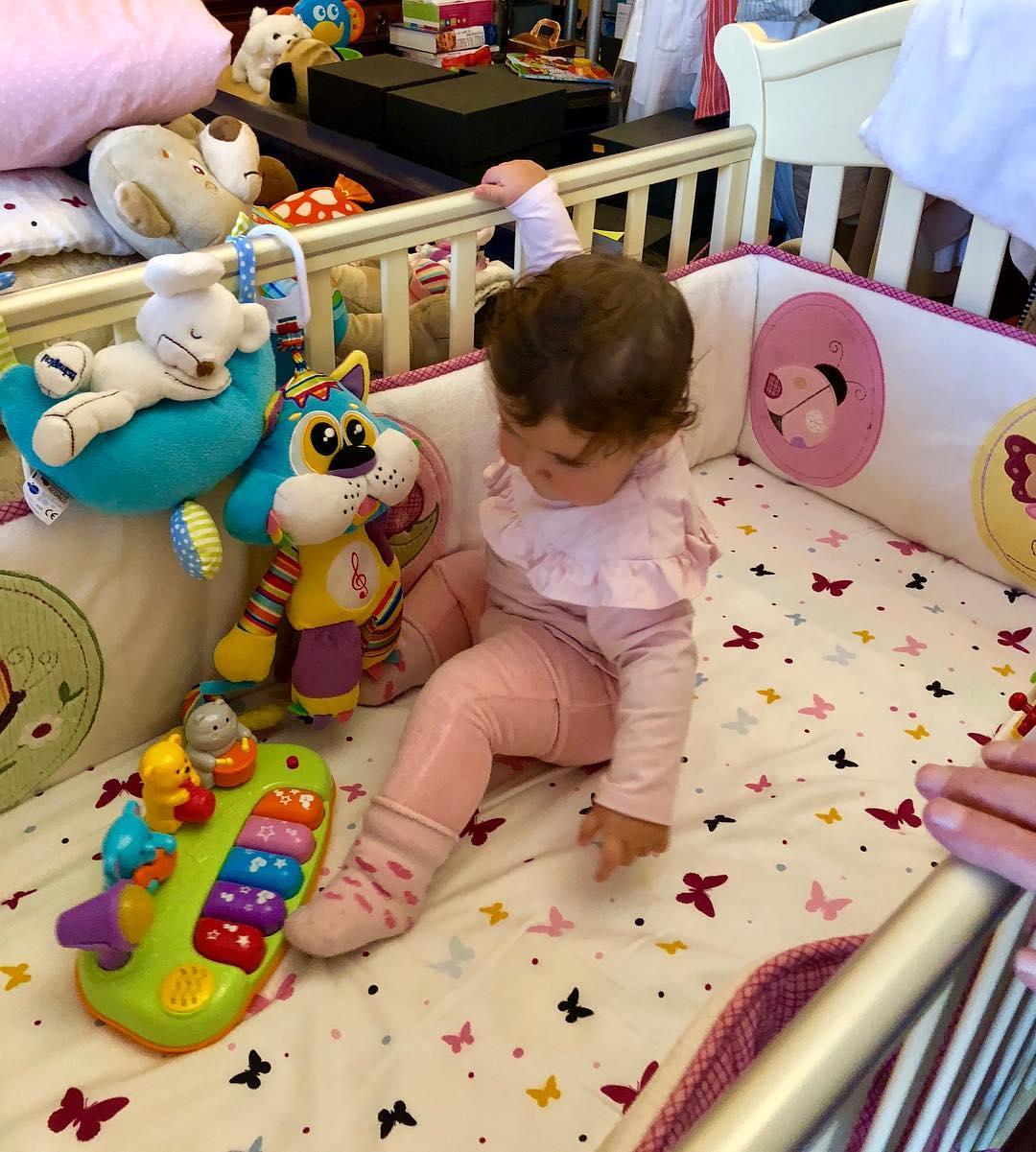 Дочке Виторгана исполнилось десять месяцев: артист поделился в сети умилительными фотографиями