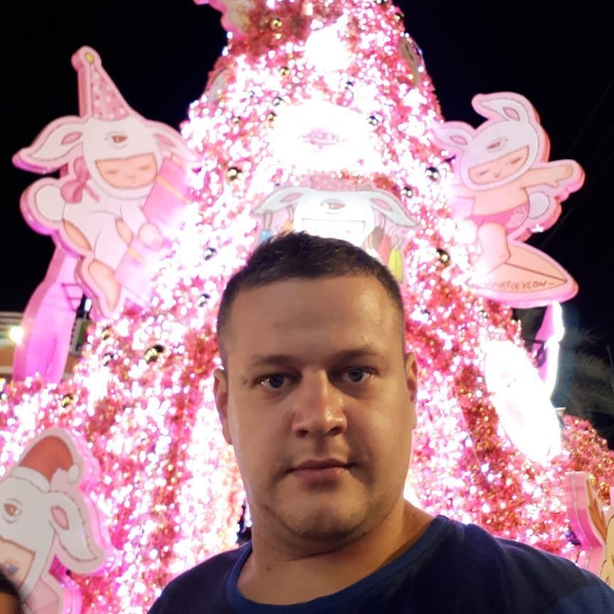 Кемеровчанин Игорь Востриков, потерявший при пожаре в «Зимней вишне» всю семью, уехал из России