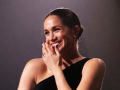 Эксперты выяснили причину странного поведения беременной Меган Маркл на церемонии British Fashion Awards