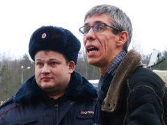 После скандала с авиакомпанией Алексей Панин разбился в ДТП: артист получил серьезнейшую травму головы