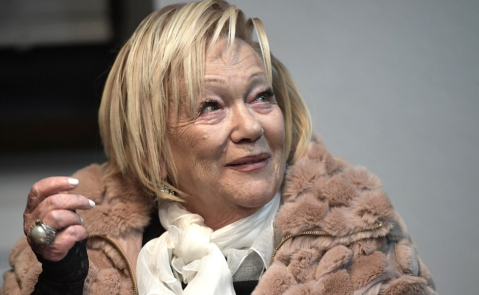 Словно ровесницы: 85-летняя Волчек в инвалидной коляске выглядит отлично на фоне 69-летней Пугачевой