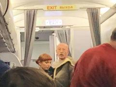 Розенбаум спас потерявшую сознание пассажирку, которой внезапно стало плохо прямо на борту самолета