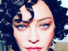 Сменившая цвет волос певица Мадонна стала точной копией звезды российского телевидения Ларисы Гузеевой