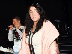 Певица Лолита Милявская повеселила народ, пробежавшись по улице в экстравагантном «ханском» костюме