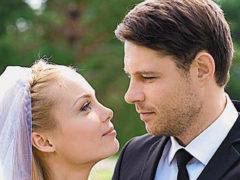 «Потрясающая девушка!»: Евгений Пронин женился второй раз на юной красавице, которая много моложе него