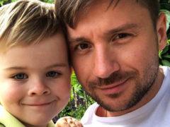 Всем бы детям таких отцов: Сергей Лазарев отдыхает в экзотической стране в компании маленького сына