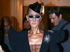 Селин Дион удивила публику прогулкой по Парижу в смелом комбезе за 3 400 долларов с прозрачным топом