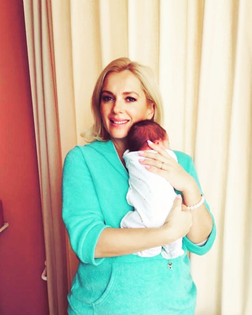 Мария Порошина впервые показала новорожденного сына и обратилась к поклонникам с важным заявлением