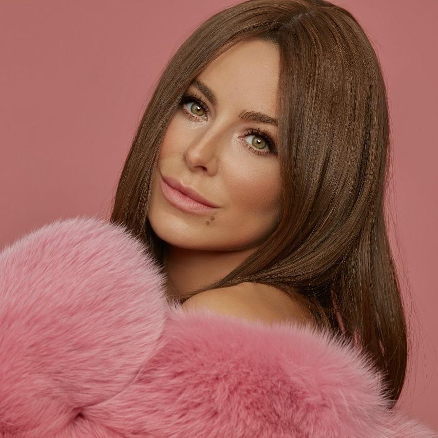 Ани Лорак резко располнела из-за беременности от Лазарева, считают внимательные фанаты артистки