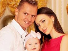 Фанаты диагностировали у маленькой дочери Тарасова и Анастасии Костенко тяжелейшую болезнь мозга
