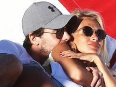 Беременная Лопырева засветилась в Майями с женатым бизнесменом – они при всех обнимались и целовались