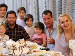 Мария Порошина с новорожденным сыном вернулась домой из роддома: кто встретил актрису на выписке