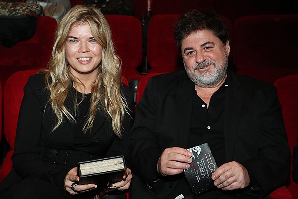 Женатый продюсер Александр Цекало встретил Новый год с молодой любовницей в европейском антураже