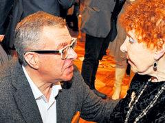 Секрет семейного счастья Нины и Андрея Ургант: многочисленные браки и партнеры знаменитых артистов