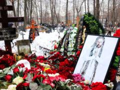Еле державшийся на ногах от горя Александр Толмацкий выставил из зала устроившего скандал провокатора