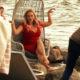 «Весело и жарко»: зажигательные танцы Анны Семенович парализовали движение транспорта в центре столицы