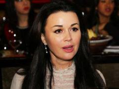 Показавшая кроху-дочь Анастасия Заворотнюк использовала суррогатное материнство, уверены поклонники