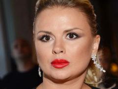 В сети появились снимки Семенович весом в 100 килограмм: поклонники подозревают у нее гормональный сбой