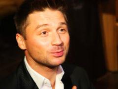 Лазарев публично поругался с бывшим партнером, который показал на фото сына и открыл его семейную тайну