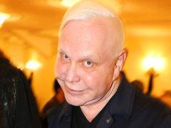 Перенесший тяжелейший ишемический инсульт Борис Моисеев покидает Россию вместе со своим директором