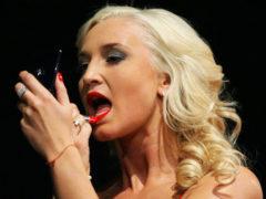 «Доска, два прыщика»: Ольга Бузова собралась замуж, но поклонники снова высмеяли внешность певицы в сети