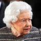 «Гангрена или ожог?»: подданные Елизаветы II напуганы гигантскими размерами синего пятна у нее на руке