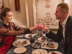 В день рождения жены Дмитрий Тарасов скупил весь цветочный магазин: 25 букетов за 25 лет ее жизни