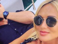 «От этой пары веет счастьем»: модель Виктория Лопырева впервые показала на фото лицо отца своего ребенка