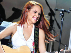 С трудом держалась на ногах: жители Стерлитамака возмущены некрасивым выступлением певицы МакSим