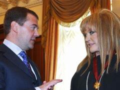Крупный скандал: Аллу Пугачеву, последнюю Народную артистку СССР, лишили государственной награды