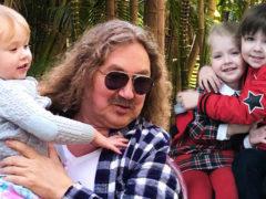 Трудолюбивые отпрыски звездных семей: в сети умиляются хозяйственными детьми Николаева, Галкина и Киркорова