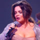 Королева вышла на сцену в ультра-мини: народ в восторге от идеальной фигуры и стройных ножек певицы