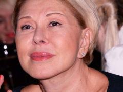 «Тембр неподражаемый!»: беззубая и лысая дочь Успенской неожиданно дебютировала на сцене как певица