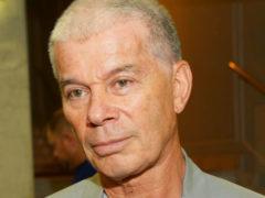 Олег Газманов рассекретил подробности операции по удалению опухоли и опубликовал видео с женой в постели