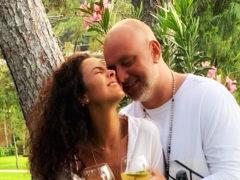 Медовый месяц в раю: от романтических и откровенных фотографий Потапа и Насти невозможно оторвать глаз