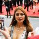 Виктория Боня появилась перед гостями фестиваля в смелом серебряном комбинезоне с V-образным декольте