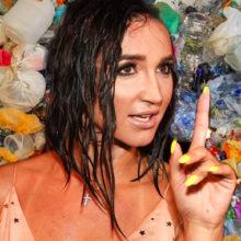 Ольга Бузова призвала россиян позаботиться об окружающей среде и сама взялась рукой за пластиковую бутылку