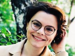 Молодая возлюбленная Петросяна поговорила с фанатами лежа в ванной на философские темы мотивации и лени
