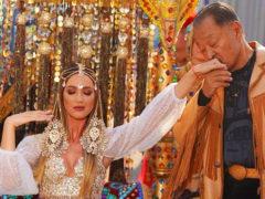 Вместе с верблюдом: Ольга Бузова поразила всех на красной дорожке МУЗ-ТВ нарядом восточной принцессы