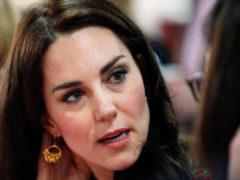 «Королевский конфуз»: герцогиня Кембриджская Кейт Миддлтон надела платье для выхода в свет задом на перед