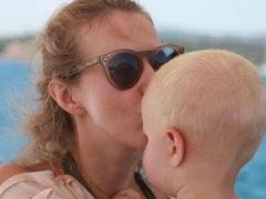 «Мне дико получать такие комменты»: Ксения Собчак дала отпор хейтерам, осудившим ее за снимок сына без одежды