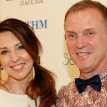 «Находиться на солнце нам нельзя»: из-за рака кожи Наталья Сенчукова и Виктор Рыбин проведут отпуск в Подмосковье