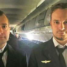 Посадившие авиалайнер в кукурузном поле командир экипажа и второй пилот получили звания Героев России