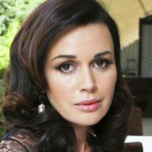 47-летняя Анастасия Заворотнюк отменяет спектакли: СМИ сообщили, что у актрисы диагностировали рак мозга