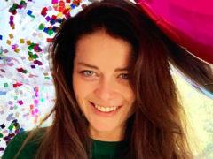 На красном мопеде с воздушными шарами: Марина Александрова рассказала о необычном подарке от мужа