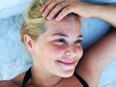 Сбросившая лишние килограммы актриса Ирина Пегова показала слишком смелые фотографии в купальнике