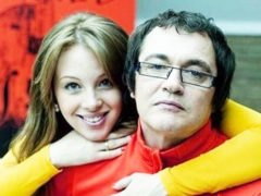 Телеведущий Дмитрий Дибров с молодой женой разбились на мотоцикле: в сети опубликованы снимки с места аварии